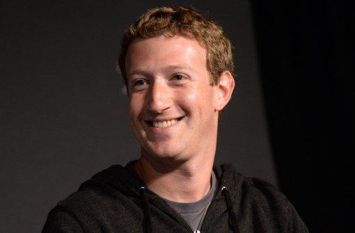 Mark Zuckerberg freut sich über seine Tochter und will der Allgemeinheit Milliarden schenken Foto: EPA