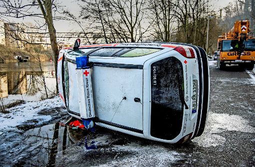 Auto im Neckar: Hintergründe bleiben mysteriös