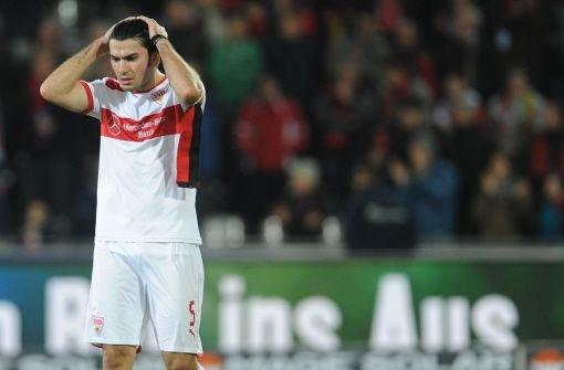 Der Mexikaner ist in der Bundesliga derzeit als Ersatz für Kapitän Tasci an der Seite von... Foto: dpa