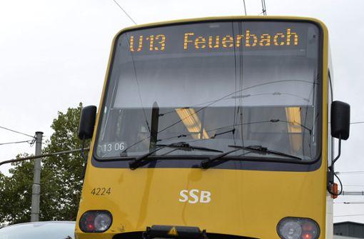 Auto prallt mit Stadtbahn zusammen