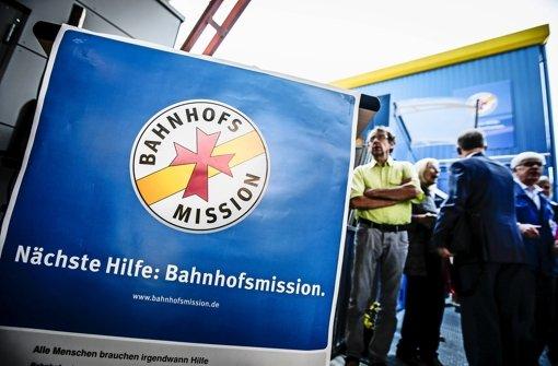 Die Bahnhofsmission am Hauptbahnhof kümmert sich um Flüchtlinge, bevor sie in die Landeserstaufnahmeeinrichtung in Karlsruhe reisen Foto: Leif Piechowski