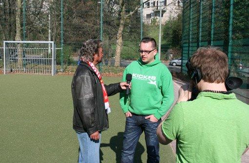 Hier ein paar Eindrücke von den Dreharbeiten zur 29. Folge von a href=https://www.brunosiehtrot.de/ target=_blankstrongBruno sieht rot/strong/a mit Philipp Maisel (Kick-S) bei der SG Stuttgart-West.br Foto: Henrik Lerch