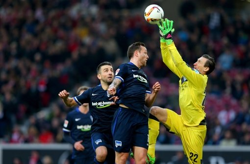 Przemyslaw Tyton (re.): Die Nummer Eins im Tor des VfB war relativ beschäftigungslos. Wenn er gebraucht wurde, war er da. Note: 2 Foto: Getty