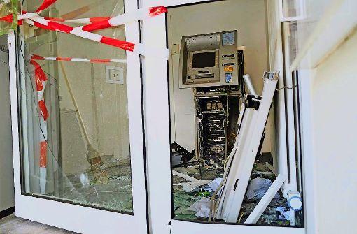 Geldautomaten gesprengt und ausgeplündert
