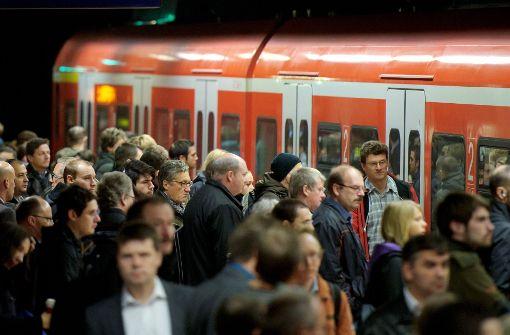 Die Strecke zwischen Bad-Cannstatt und Waiblingen ist am Freitagmittag komplett gesperrt. Foto: dpa