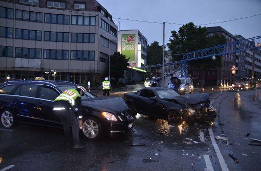 Taxifahrer verursacht Unfall nach Ampelausfall