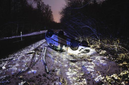 Der junge Fahrer zog sich bei diesem Unfall Verletzungen zu. Foto: 7aktuell.de/David Skiba