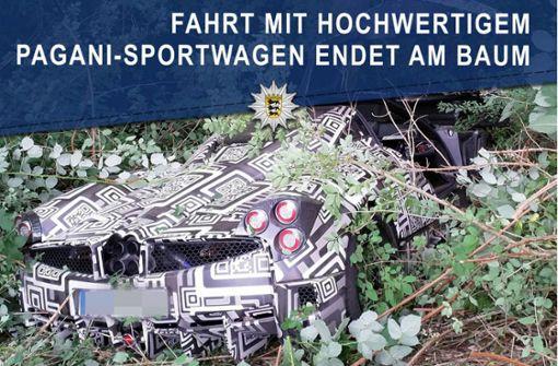 Pagani-Sportwagen prallt gegen Baum