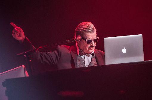 Boris Blank inmitten seiner Instrumente. Foto: Lichtgut/Julian Rettig