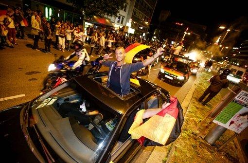 Auf der Theo wurde die ganze Nacht der WM-Titel gefeiert Foto: Leif Piechowski