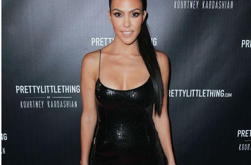 Kourtney Kardashian präsentierte auf dem roten Teppich ihre neue Modekollektion. Foto: Getty