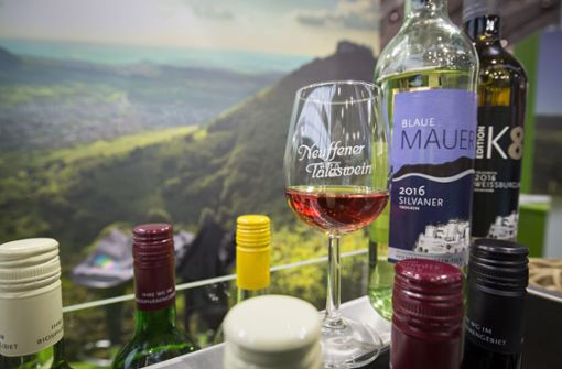 Lockstoff: Der Neuffener Täleswein ist ein gutes Argument, um  Besuchern die Region am Albtrauf schmackhaft zu machen.  Foto: Michael Steinert