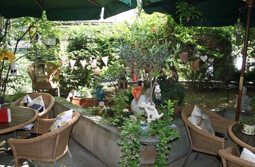 Eine wahre Oase findet sich im Hinterhofgarten der a href=https://www.academie-der-schoensten-kuenste.de/academie.php target=_blankAkademie der schönen Künste/a. Zwischen viel Grün kann man hier etwa mit einem französischen Frühstück in den Tag starten. Foto: Timo Lackner