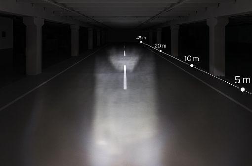 Je heller Euer Licht umso besser macht Ihr auf Euch aufmerksam. Hier der Vergleich. Mit 30 Lux ist die Straße deutlich schlechter ausgeleuchtet als mit 50, 80, 100 und 150 Lux. In den folgenden Bildern seht ihr den Unterschied verschiedener LED-Stärken. Viele Halogenlampen schaffen oftmals nur 10-20 Lux.  Foto: Busch+Müller