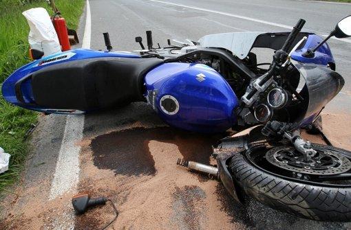 Drei Motorradfahrer bei Stürzen verletzt