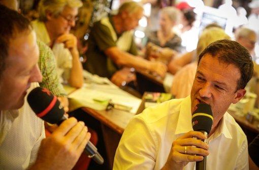 Fredi Bobic: Keine Siege, keine Punkte, Trainer raus - wie ist Fredi Bobic wohl drauf, wenn er zum Weindorf-Treff kommt, war lange die Frage. ... Foto: Leif Piechowski