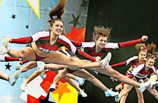 Cheerleader bringen Halle zum Kochen