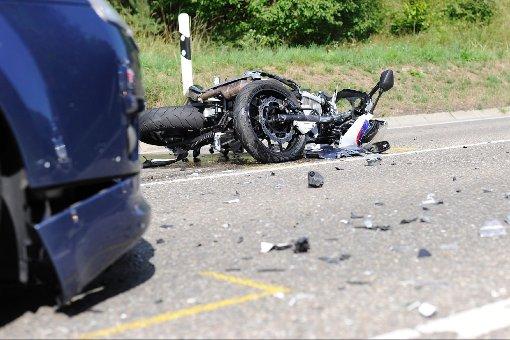 Motorradunfälle fordern zwei Tote
