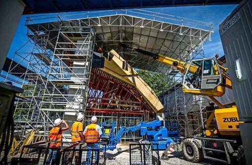 Ein riesiges Dach, zigmal größere als dieser Schutz im Schlossgarten, sollte am Wartberg Lärm von Wohnhäusern fern halten. Foto: Lichtgut/Max Kovalenko