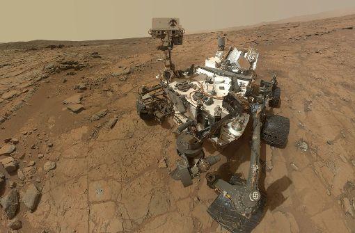 Curiosity-Rover klettert auf einen Berg