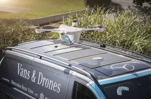 Ein Lieferwagen von Daimler als Drohnen-Parkplatz Foto: Daimler