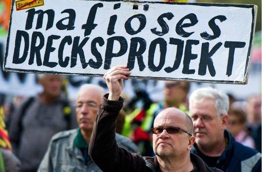 Auch bei den Feierlichkeiten zum 3. Oktober in Stuttgart demonstrierten Gegner von Stuttgart 21. Foto: dpa