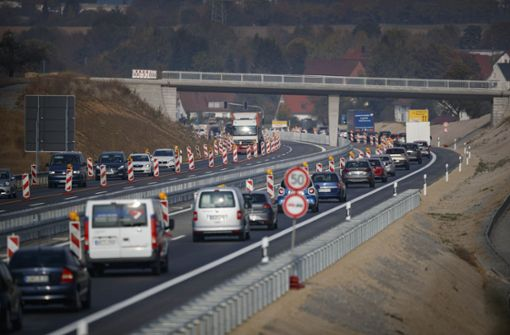Dier jetzt noch gesperrten Fahrstreifen sollen von Mittwoch an freigegeben werden. Foto: Gottfried Stoppel