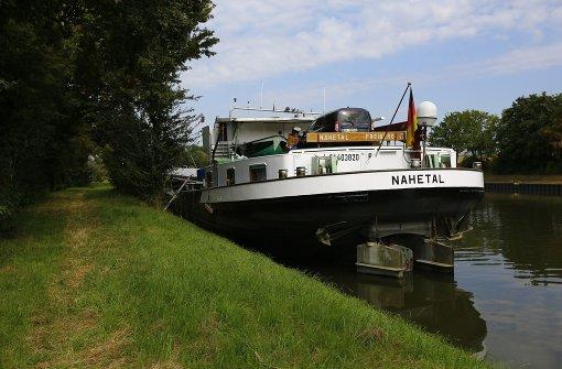 Motorschiff rammt Schleuse