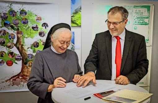 Schwester Margret und  Heinz Wolf bei der Gründung der Stiftung Foto: Lg/Zweygarth