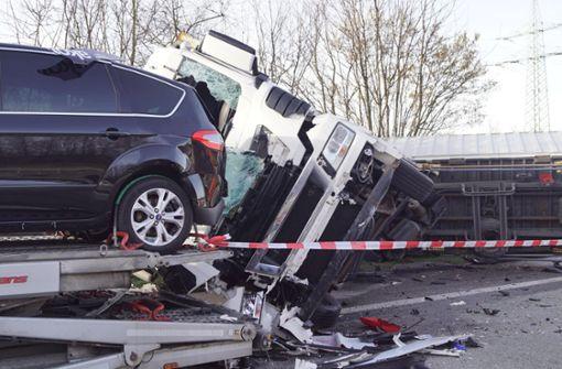 Heftiger Auffahrunfall – Autobahn gesperrt