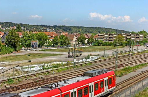 Die Brache am Korntaler Bahnhof ziert den westlichen Ortseingang Korntals nicht. Lidl soll das ändern – bloß wann? Foto: factum/Bach