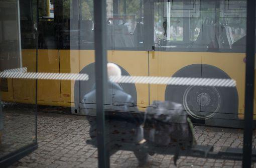 Unbekannter belästigt 14-Jährige in Linienbus