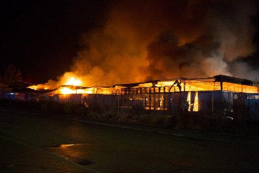 In Bietigheim-Bissingen ist eine Firmenhalle komplett niedergebrannt. Foto: 7aktuell.de/Schmalz, Becker