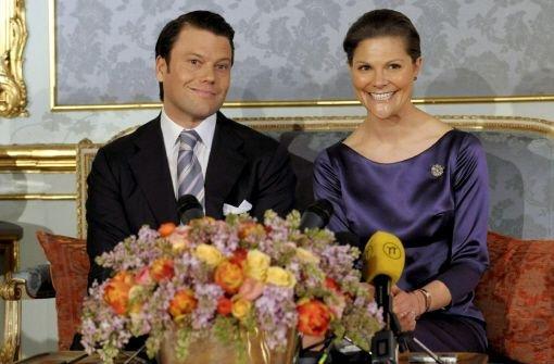 Kronprinzessin Victoria von Schweden und ihr Bräutigam Daniel Westling Foto: dpa