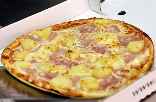 Ein Mann erbeutete am Sonntagnachmittag eine Pizza von einem Pizzalieferanten. (Symbolbild) Foto: dpa