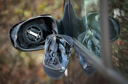 50 Außenspiegel an Autos abgetreten – Polizei sucht Zeugen