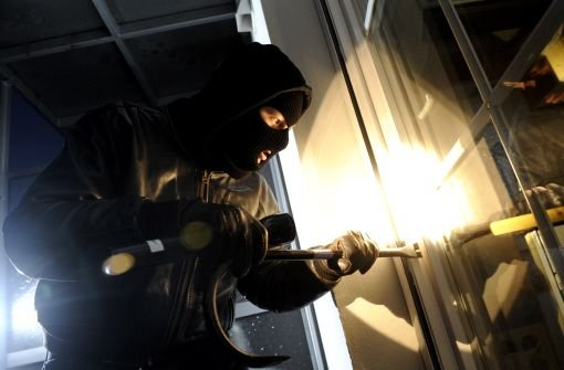 Über das Wochenende haben Einbrecher das Stadtgebiet heimgesucht. Bei der Stuttgarter Polizei wurden insgesamt sechs Wohnungseinbrüche gemeldet. (Archivbild) Foto: dapd