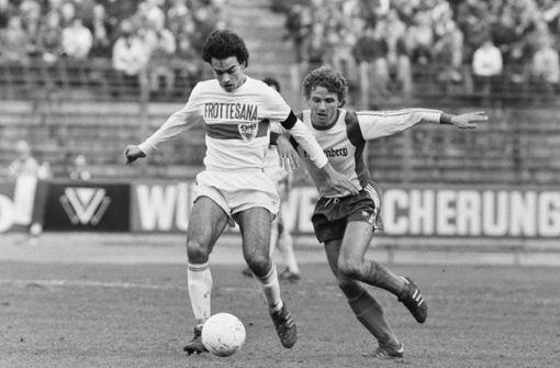 Auch Hansi Müller, hier 1977 in der zweiten Liga im Einsatz, steht am Sonntag auf dem Platz. Foto: Pressefoto Baumann