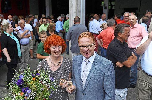 Ralf Trettner feiert seine Wiederwahl mit der Familie und Freunden. Foto: Werner Kuhnle