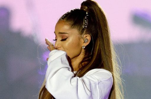 "Ariana Grande ist gerührt beim ""One Love Manchester"" Benefizkonzert für die Opfer des Terroranschlags in der Manchester Arena. Foto: dpa/Dave Hogan For One Love Manchest"