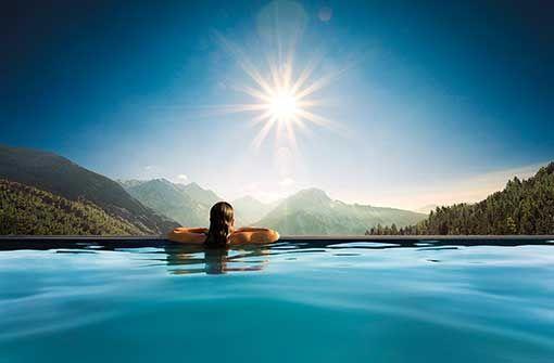 Hochgefühl garantiert mit beeindruckender Bergsicht und 3.000 m² SPA-Bereich.  Foto: Panoramahotel Oberjoch GmbH