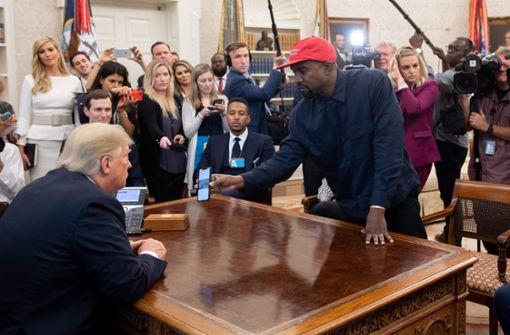 Skurriler Auftritt von Kanye West bei Donald Trump