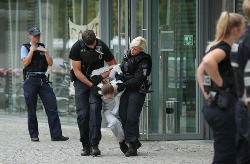 60 Beamte waren den Angaben zufolge im Einsatz. Foto: Getty