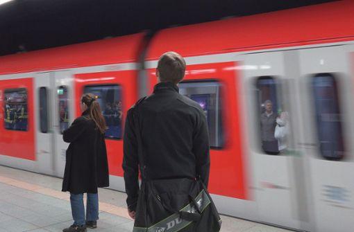 Passagierin unter Drogen rastet aus