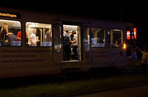 Ein 41-Jähriger ist von einer Stadtbahn erfasst und tödlich verletzt worden. Foto: SDMG
