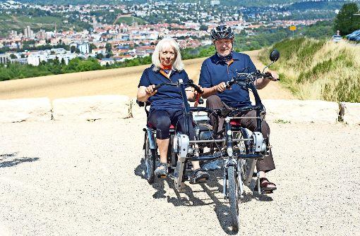 Nach  drei Monaten Einsatzzeit und 1000 Kilometern sind  Waltraud und Klaus Reichert  von der Attraktivität des Paralleltandems überzeugt. Foto: Stadt Ostfildern