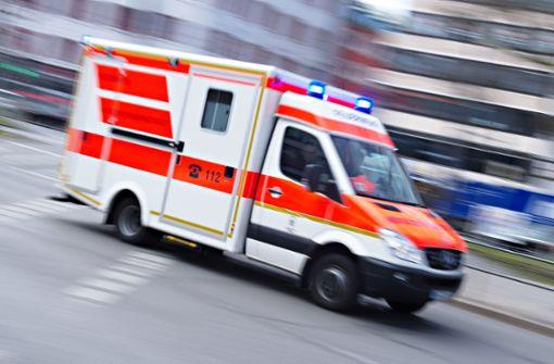 24-jähriger Motorradfahrer prallt gegen Schild und stirbt