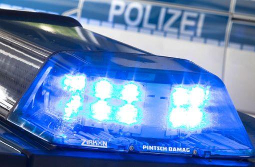 40-Tonner rast nach Verfolgungsjagd ungebremst in Absperrung