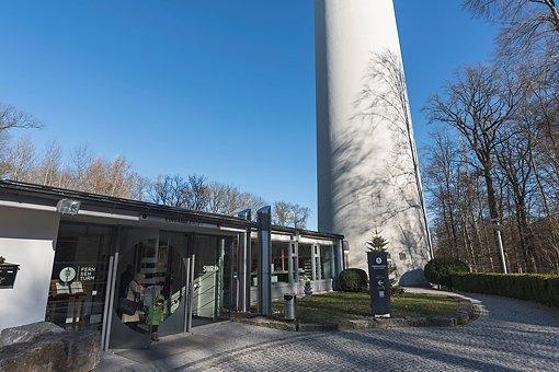SWR Intendant Peter Boudgoust und OB Fritz Kuhn eröffnen den Stuttgarter Fernsehturm nach der Brandschutzsarnierung wieder Foto: www.7aktuell.de | Oskar Eyb
