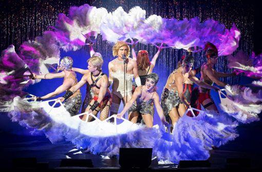 """Netzstrümpfe, Strapse und viel Glamour: die """"Rocky Horror Show"""" in der Liederhalle Foto: Veranstalter"""